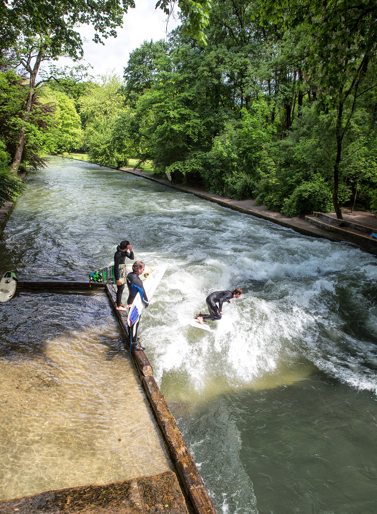 6-Muenchen-Eisbach-surfer_V7A1223