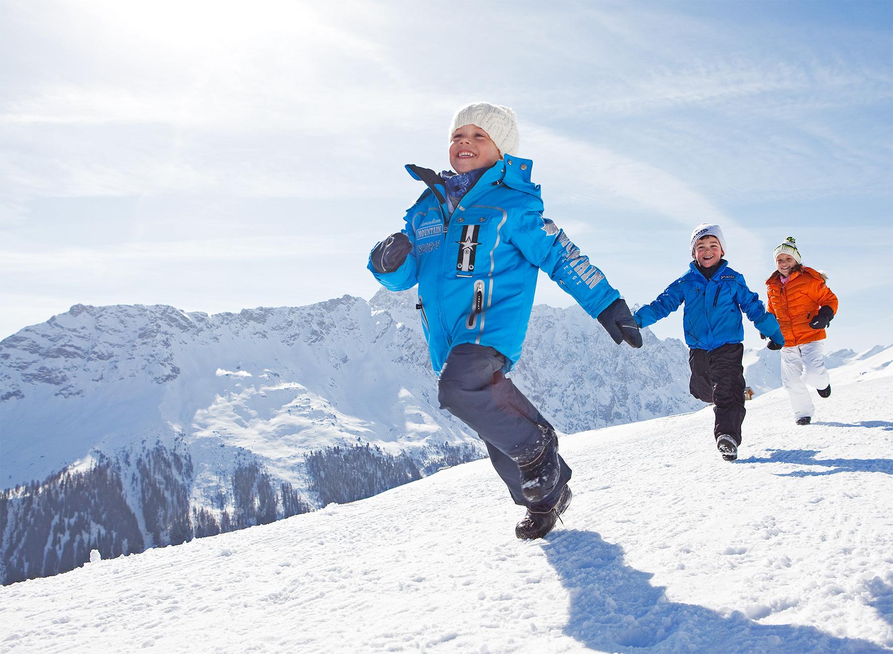Savognin-Tourismus-Familie-Winter